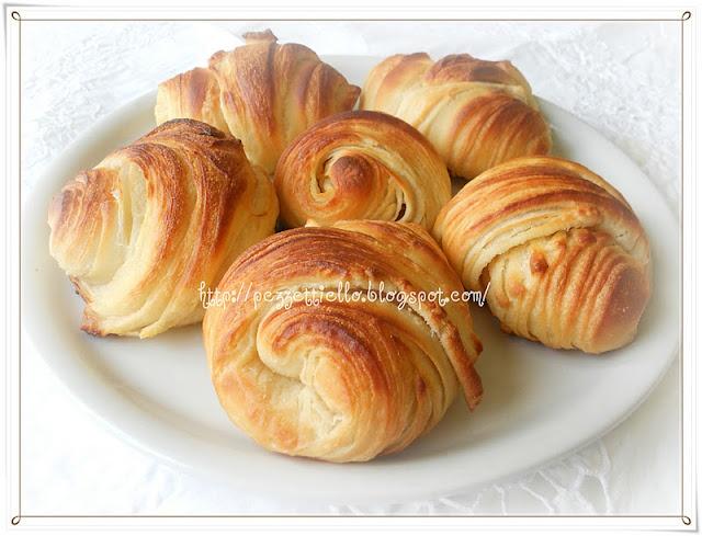 http://www.letortedipezzettiello.com/2011/11/ricetta-croissants-rustici.html