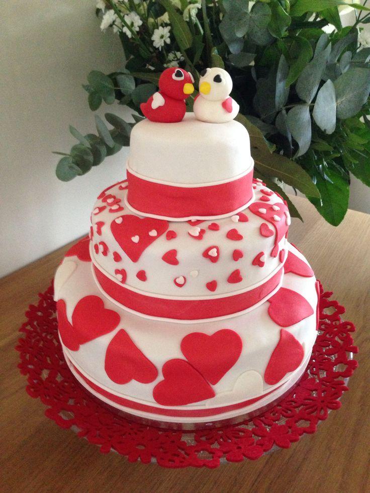 Bruidstaart fondant met vogeltjes en hartjes. Weddingcake birds and hearts.