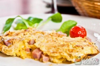 Omelete de salsicha e requeijão