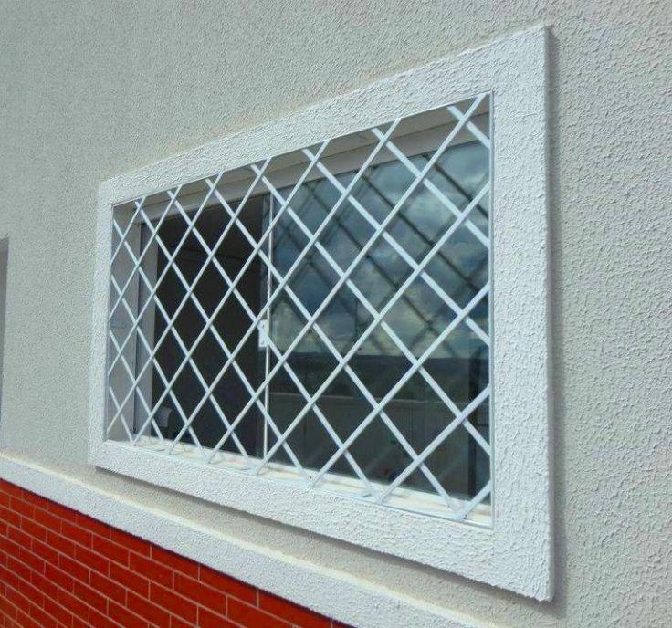 Grades para janelas da sua casa com proteção e charme Grade de diamante deixa a parede robusta Diamante – como o próprio nome já diz, as grades formam o desenho de um diamante, deixando a janela com aparência mais robusta.
