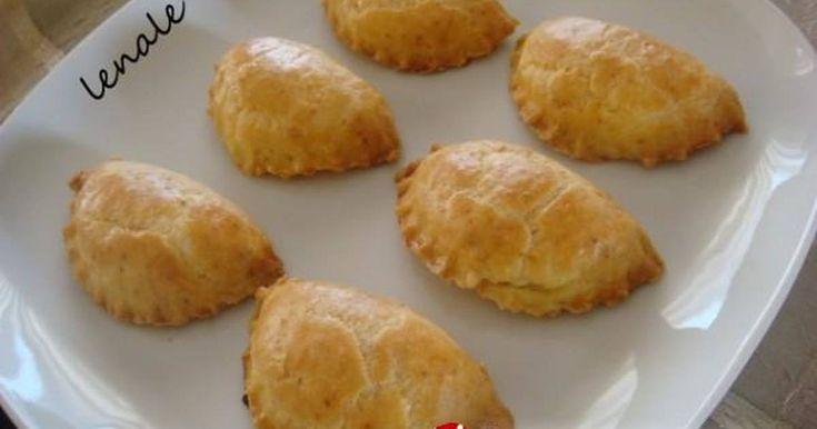 Εξαιρετική συνταγή για Μπισκοτένια τυροπιτάκια. Τραγανά τυροπιτάκια.