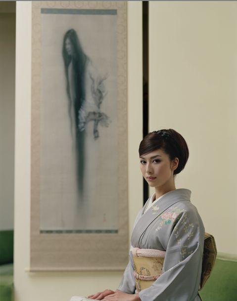 松井冬子(Fuyuko Matsui)with her drawing of ghost Fuyuko Matsui is a female Japanese artist, specializing in Nihonga paintings with a 'grotesque' or supernatural element. Her art has been widely exhibited in Japan and she has been featured on TV and magazines. Tumblr