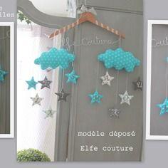 """Coussin nuage """"edwin"""" modèle déposé inpi - suspensions étoiles brodées initiales prénom"""