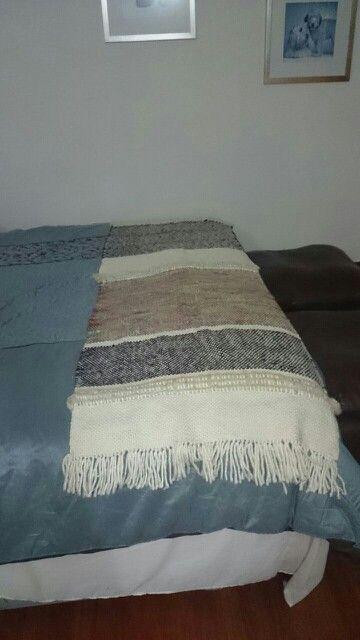 Piesera en telar maria con lana natural y vellon de oveja