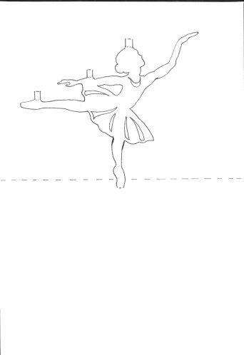 Découpage délicat au niveau de l'encolure du tutu et des mains