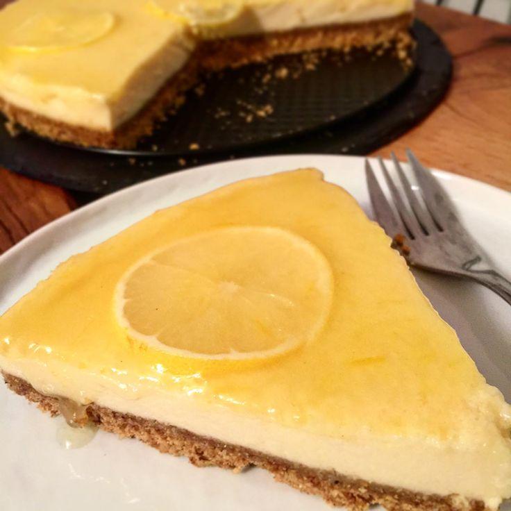 Limonlu Cheesecake Tarifi - Evet kabul ediyorum, cheesecake dediğimiz şey o kadarda basite indirgenecek bir tatlı değil, çok aşamalı, fazla zaman alan,...