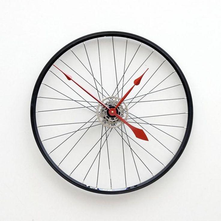 Bisiklet tekerleğinden şık bir duvar saati