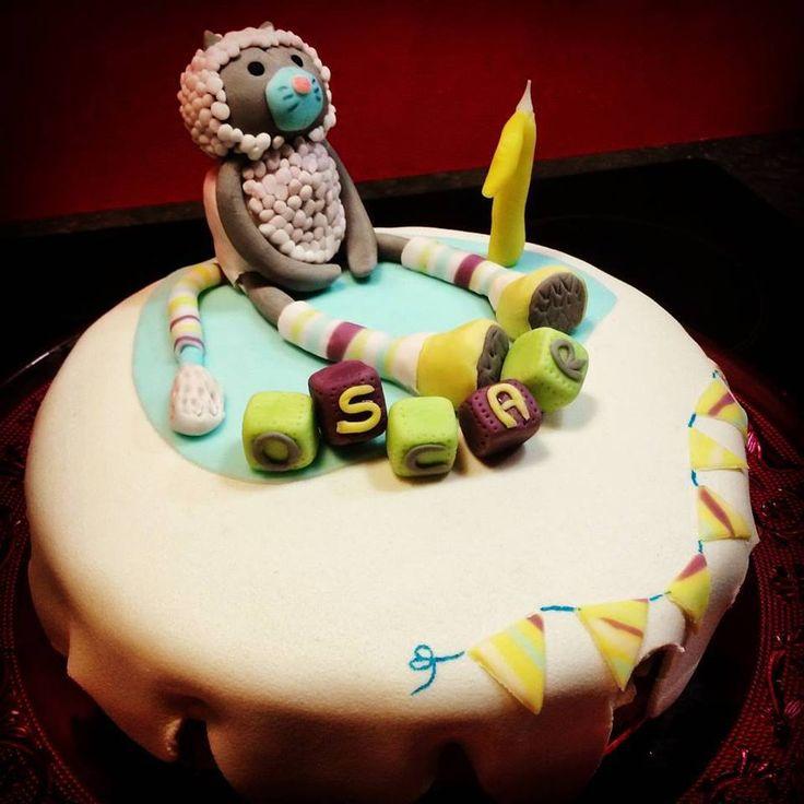 Le gâteau d'un petit Oscar pour ses 1 an sur le thème de son doudou Les Pachats !