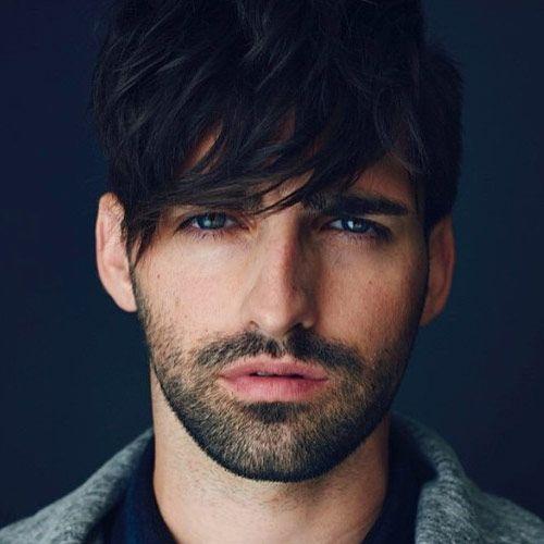 Son dönemlerde nereye başınızı çevirseniz genç erkeklerin karizmatik ve havalı saç modelleri tercih ettiklerini görmüşsünüzdür. Son iki yıldır devam eden asimetrik erkek saç kesimleri sayesinde artık beyler daha karizmatik ve daha havalı. İşte 2015 yılında etrafımızda sıkça göreceğimiz erkek saç kesim modelleri.