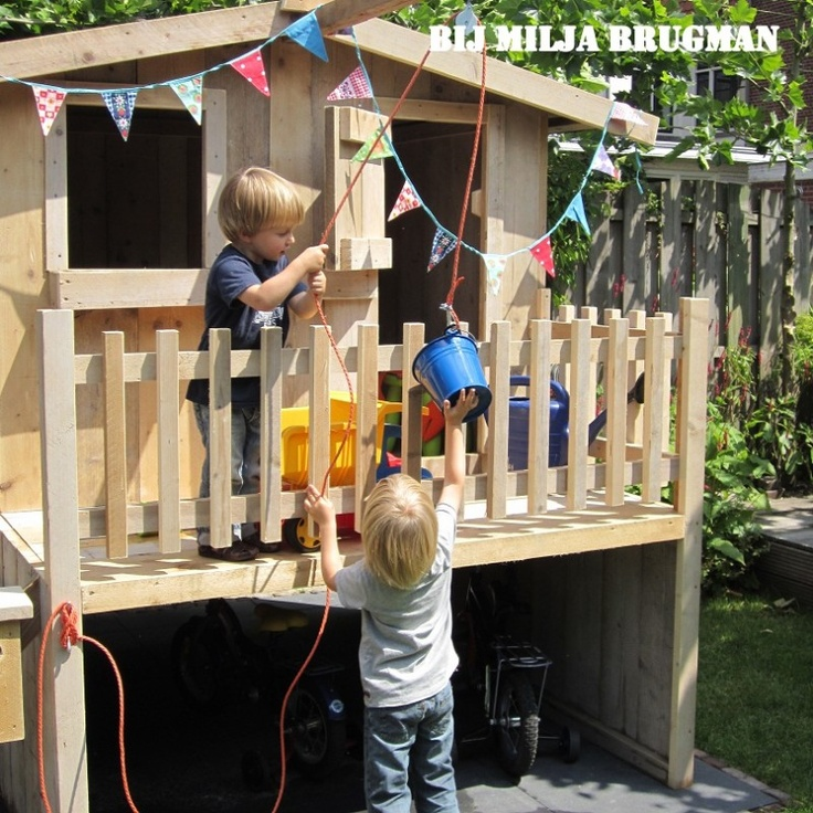 speelhuisje met pannenkoekentakel en brievenbus, steigerhouten speelhuisje - kijk op zomerzoen.nl