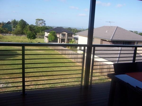 verandah railing idea... horizontal but not cable