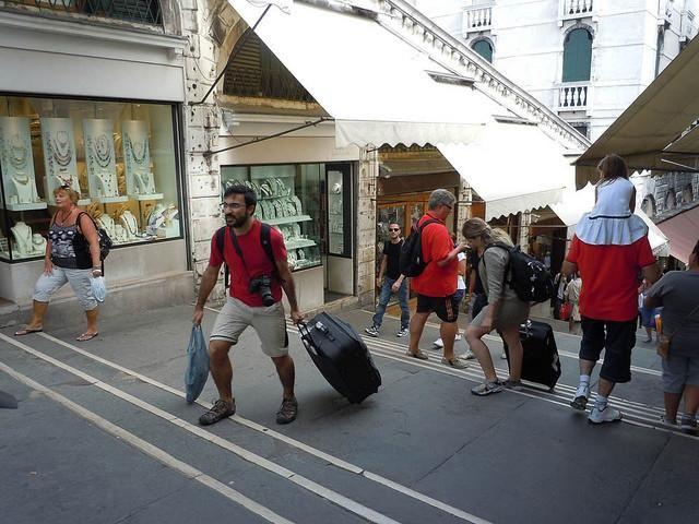 Venecia multará por el uso de maletas con ruedas http://www.diariodelviajero.com/europa/venecia-multara-por-el-uso-de-maletas-con-ruedas