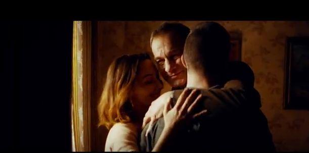"""Iubirea, puterea unei mame: asta îmi transmite """"Pe umerii tăi slabi"""" de la Carla's Dreams."""