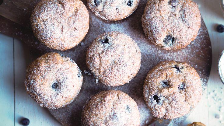 Søndager er min favorittdag i hele uken. Jeg synes det er så deilig når alt er stille, alle slapper av og man kan slenge bena på bordet og ikke gjøre noen ting. Dvs, søndager er også en dag for baking i min verden. Denne morgenen så laget jeg muffins med blåbær. Det tar totalt 35 …