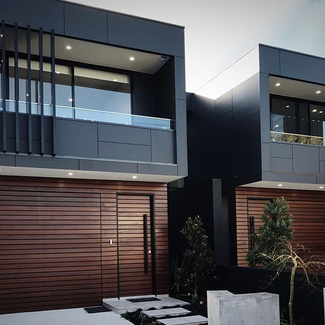 Completed project- dual occupancy homes. Full height glazing panels to the entry area open up the hallway to the garden and flood the centre of the plan with natural light. #dualoccupancy #dualocc #duplex #contemporaryhomes #contemporary #luxuryhomes #luxuryduplex #luxurydualoccupancy #insideoutliving #designerliving #matrixcladding #sydney #australia