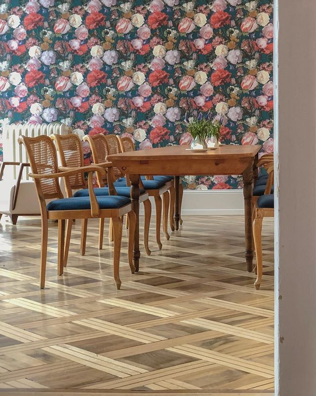 Congratulations to the @hotelbellevueterminus for getting an extra star (now ) since my last stay. Really wonderful hotel in Engelberg Switzerland. Surviving and thriving in tourism requires investment. This picture is a view of one of their dining rooms. #table #chairs #wallpaper #wood #Engelberg @engelberg.titlis