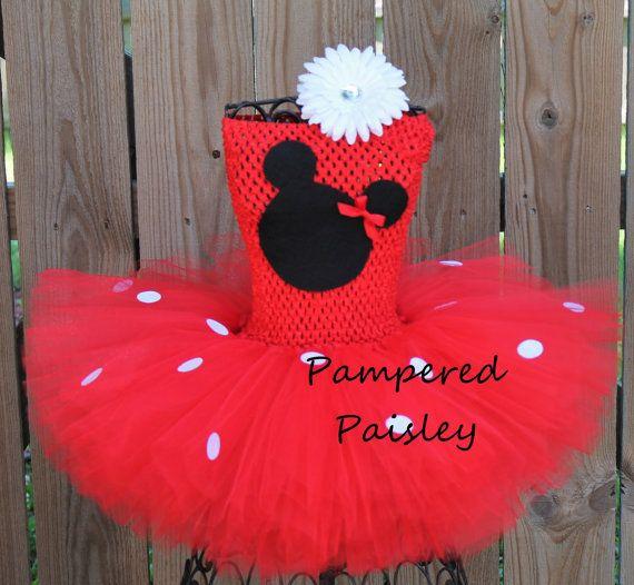Traje del ratón de Tutús bebé Petti La blusa es roja con una falda de tul rojo. Este hermoso bebé que Petti Tutu vestido es diseñada personalizado y la mano hecho con tul de calidad super suave y tiene una cara de cabeza de ratón sentía en el vientre. Está hecho con tul color rojo.
