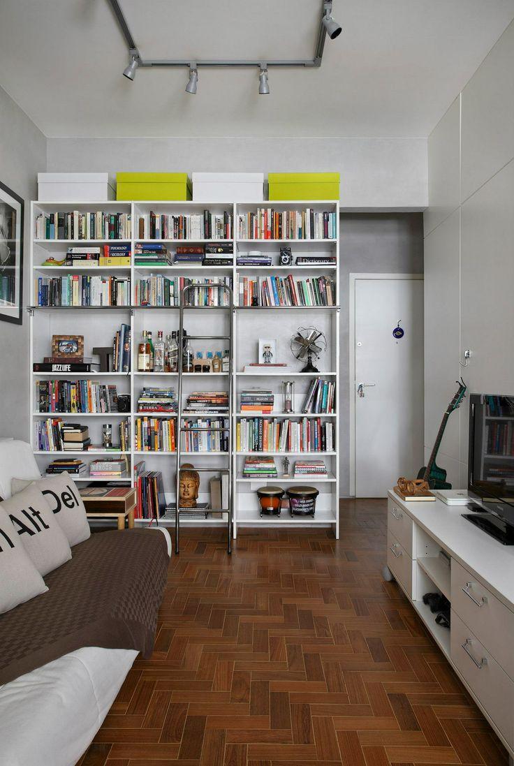 Loft Botafogo / Nobi Arquitetura + Design #livingroom #shelves