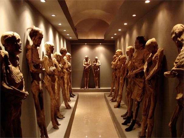 In  the heart of Mexico lies Guanajuato, and in this small little town lies  'Museo de las momias' or 'the mummy museum'. The museum features bodies  from the Panteón catacombs, where the bodies have been naturally  preserved