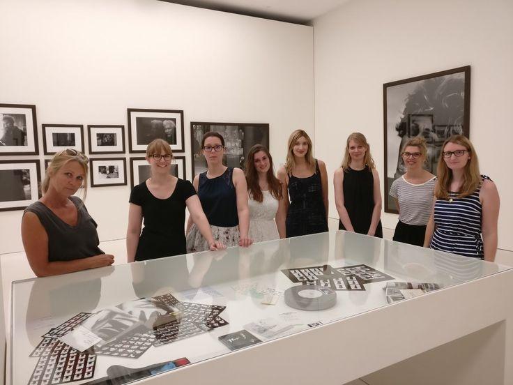 Ein Bild sagt mehr als tausend Worte – HA beim Besuch der Ausstellung von Peter Lindberg in der Kunsthalle München.