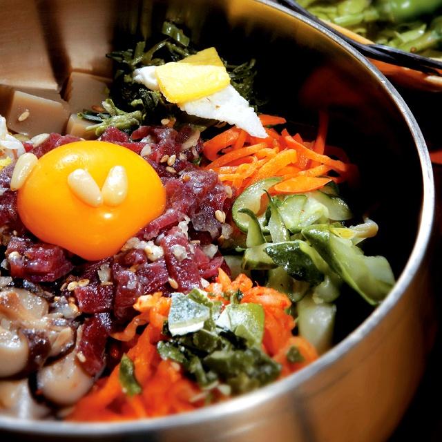 전주에 간다면 빼놓을 수 없는 오색찬란한 전주비빔밥의 향연