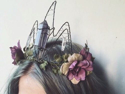 Beautiful wirework on this crystal and flower crown