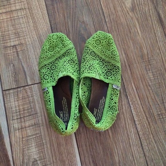 Lace TOMS Bright green, lace TOMS in size 9. They have been worn, but are in good condition. Comment with any questions! TOMS Shoes