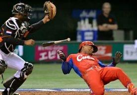 16-Mar-2013 8:58 - NEDERLANDSE HONKBALLERS IN ETALAGE. De Nederlandse honkballers hebben door hun goede prestaties op de World Baseball Classic aan belangstelling niet te klagen. Dashenko Ricardo, de