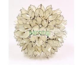 Závěsný lustr z perleti