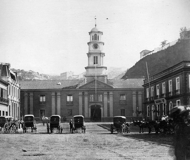 la antigua Intendencia de Valparaiso, es 1867 fotografo Hastings, George Fowler by santiagonostalgico, via Flickr