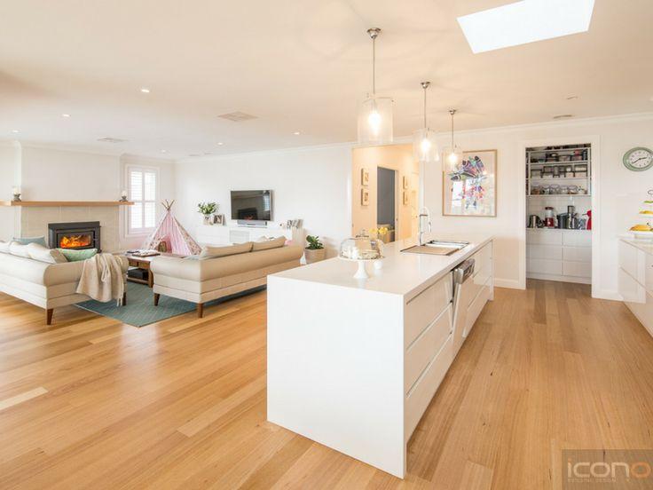 Open kitchen and living room! #islandbench #modernkicthen #Australianhomes #iconobuildingdesign