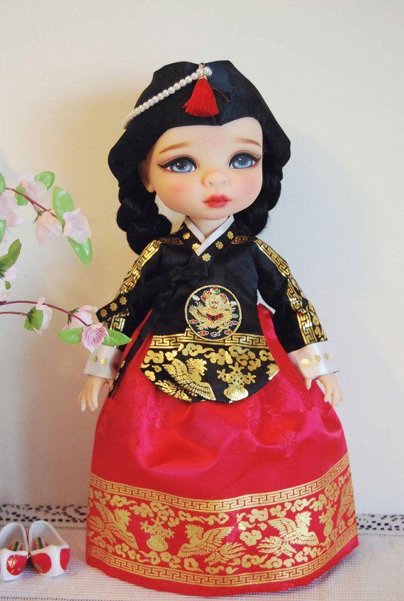 muñeca de animador de Disney y vestido tradicional por LovedollCo