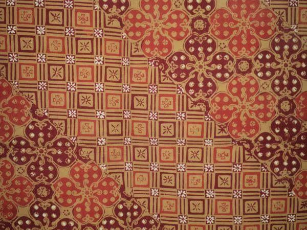 Jlamprang.  Patrón de influencia India, representa flores de loto cruzadas en el centro por la imagen del mundo cósmico.  Este patrón se encuentra a menudo en objetos destinados a la ceremonia Nyadran como sacrificios al mar para expresar gratitud al señor de la naturaleza.  Para el hinduismo, este patrón simboliza la conexión del mundo humano con el divino.  batikjlamprang.jpg (600×450)