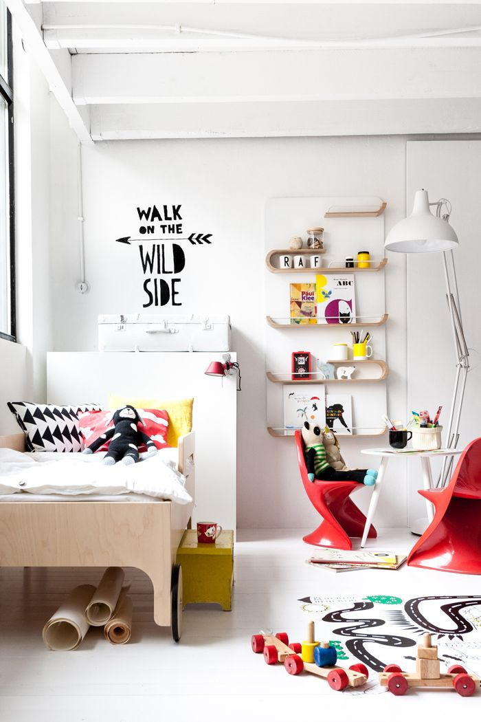 Toddler room with Rafa-kids furniture and stickers from Chispum