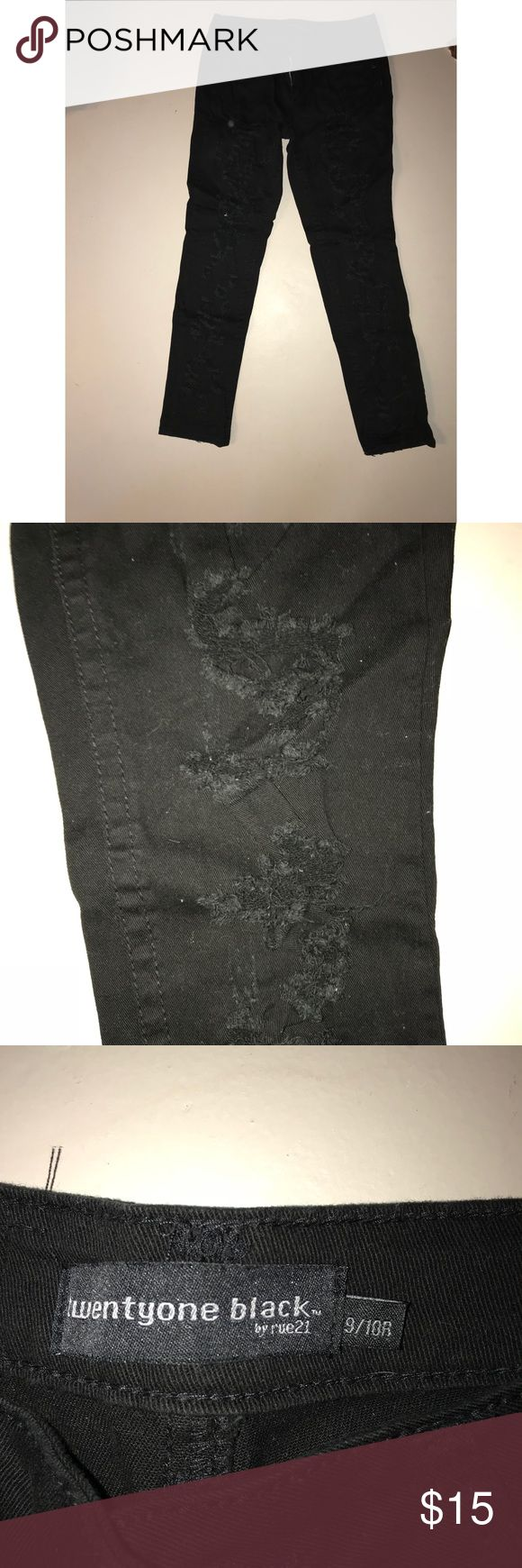 RUE21 BLACK HOLEY JEANS. SIZE 9/10 Rue21 Black skinny holey jeans. Size 9/10. Rue21 Pants Skinny