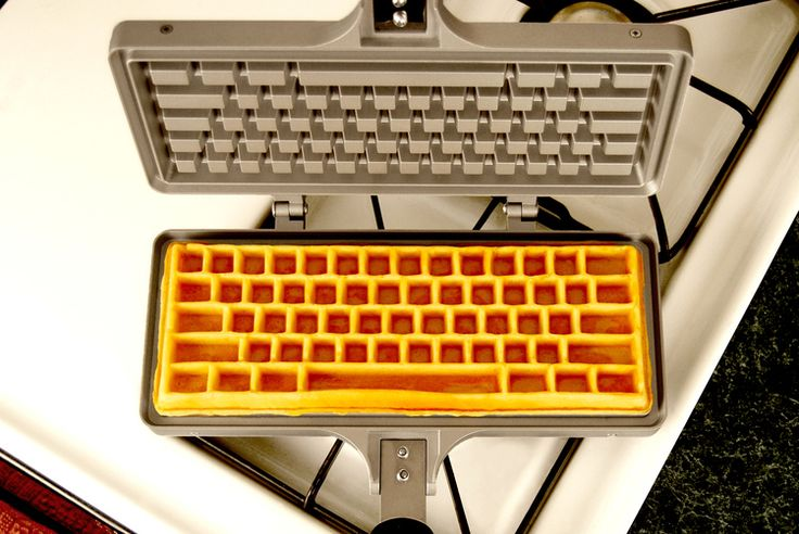 Keyboard Waffle Iron|キーボード風ワッフル焼き型 - ガジェットの購入なら海外通販のRAKUNEW(ラクニュー)
