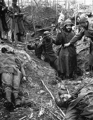Not strong enough to resist the attacks of the Soviet army, the SS troops eventually surrendered. Forests are messy enough as evidence of how fierce the fighting that occurred before, do not also forget the corpses of their comrades (SS) who were killed in battle, strewn everywhere!
