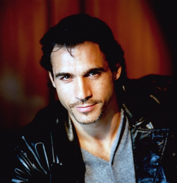 Duncan MacLeod, The Highlander aka Adrian Paul LOVE THIS PIC