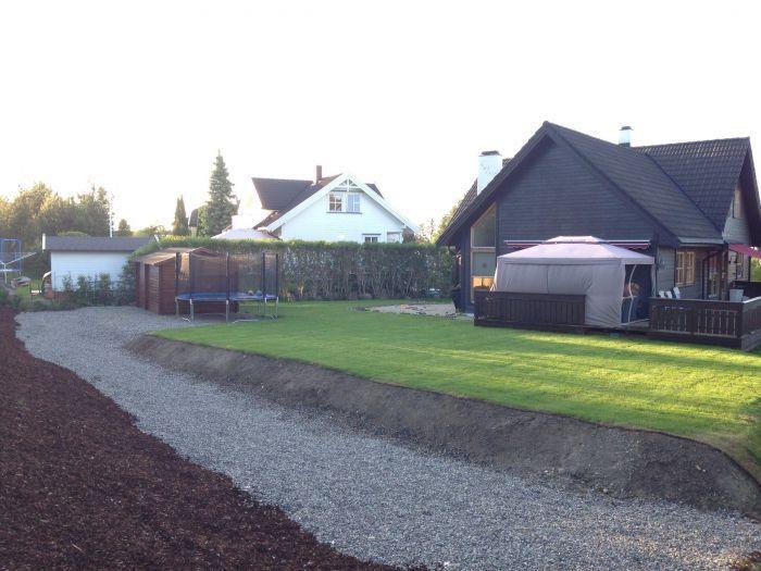 #Drenering, #planering og #ferdigplen er på plass i denne ny-opparbeidede hagen.