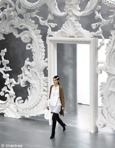 Fashion show set  PA Atm F7 Vuitton 005 Automne Hiver 2007 decor baroque