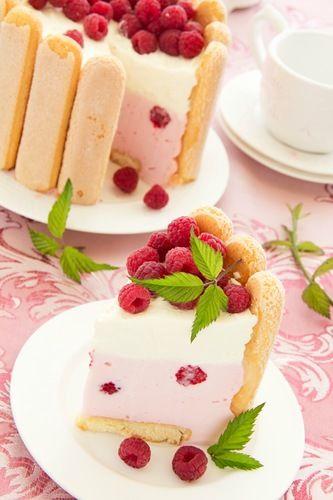 "Cake ""Charlotte"" with raspberries and cream, selective focus.ТОРТ ""ШАРЛОТТ"" С МАЛИНОЙ...И ПРОЩАНИЕ С ЛЕТОМ."