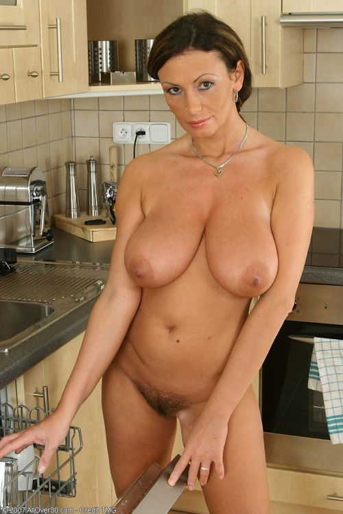 naked girl show pussy