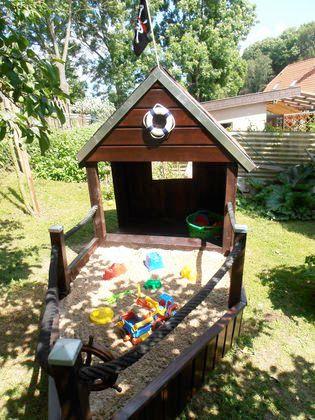 Surprise your little pirate with this fantastic #sandbox: http://www.1-2-do.com/de/projekt/EIN-KLEINER-PIRAT-KANN-AUF-GROSSE-REISE-GEHEN/bauanleitung-zum-selber-bauen/7077/