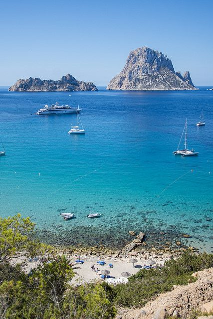 Cala d'Hort is one of Ibiza's most beautiful beaches thanks to the view on Es Vedra. Book your ticket to Ibiza from €159 return >> http://www.brusselsairlines.com/en-be/destinations/spain/ibiza.aspx