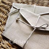 White waves Envelopes