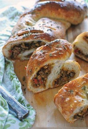 Mexicaans gevuld brood, leuk voor buffet of picknick. Kan natuurlijk ook met andere vullingen.