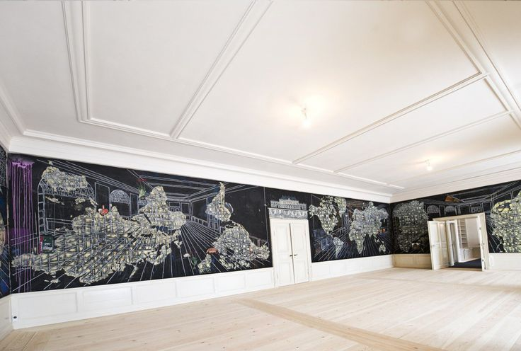 Artist Jesper Christiansen painted this large-scale world map in the entrance hall right outside the Crown Prince's workroom.