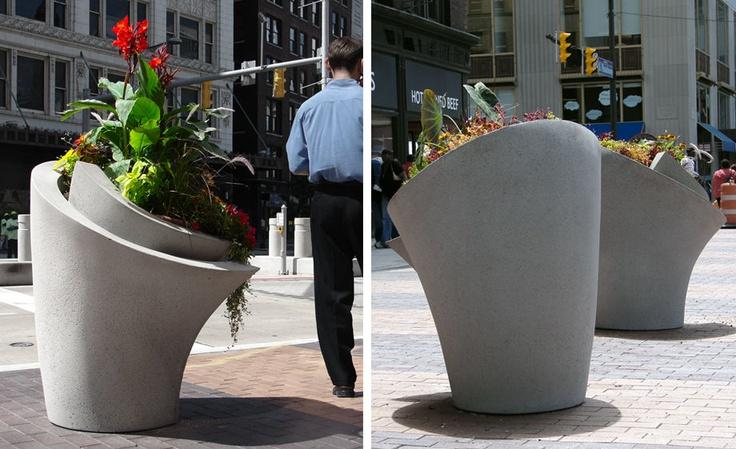 Concrete planters 'Wrap' by Reigelman   Betonnen plantenbakken
