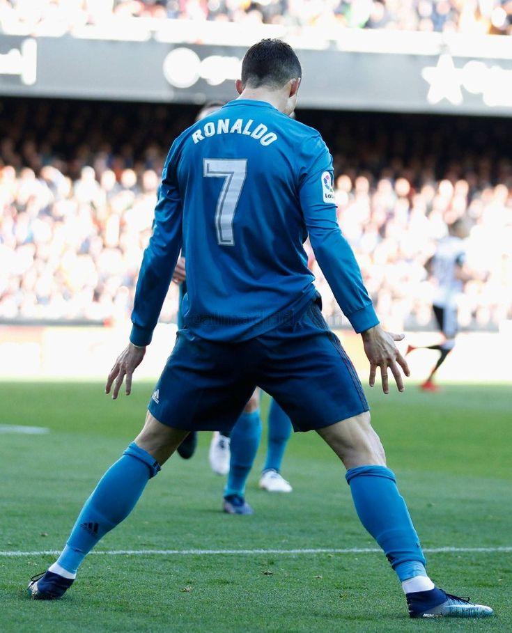 Valencia 1-Real Madrid 4 Cristiano Ronaldo firmó dos goles de penalti y realizó un buen partido. El penalti que le hizo Montoya y supuso el 0-1 fue el número cien que transforma en su carrera. Tampoco falló en la pena máxima que supuso el 0-2. ¡¡¡Hala Madrid y nada más!!!