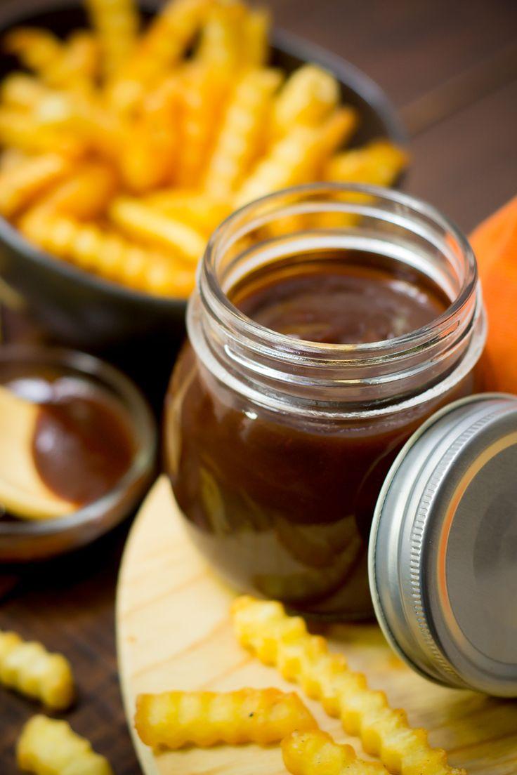 Si eres una persona a la que le gusta mucho la salsa BBQ y siempre te has preguntado como prepararla en casa, ésta receta te va a encantar. Es una rica salsa para acompañar un sin fin de preparaciones, como hamburguesas, papas, aros de cebolla, etc.